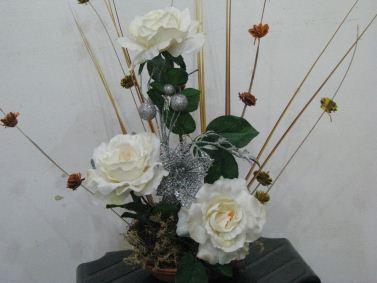 Ikebana - Page 2 Ikebana-rosas-blancas
